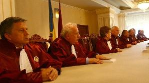 În mâinile judecătorilor Curţii stătea soarta alegerilor prezidenţiale