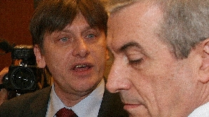 Crin Antonescu îi transmite voalat lui Tăriceanu că doar el ar putea fi premierul PNL