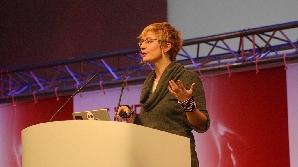 Cercetătorul Microsoft Danah Boyd face incursiuni în viaţa online a adolescenţilor
