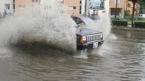 Străzile din Cluj au fost inundate