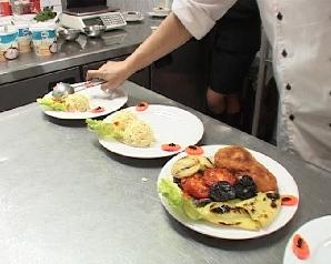 Bucătarii timişoreni pregătesc masa de Revelion