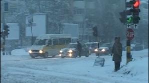 Ninsoarea a îngreunat traficul rutier în mai multe zone din Capitală