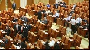 Senatorii şi deputaţii vor trebui să-şi întrerupă vacanţa de dragul bugetului