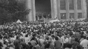 Protest în Piaţa Universităţii