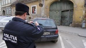 Poliţia comunitară patrulează pe strada primarului Johannis