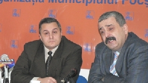 Dan Popoiu (dreapta) primvicepreşedinte PD-L Vrancea