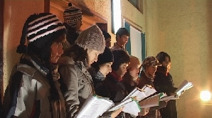 Colindători în balconul Primăriei din Tîrgu-Mureş
