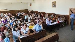 Învăţătorii şi educatorii au primit promisiunea unei indexări de maxim 14% începând cu 2011