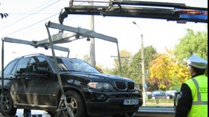 Autoturismele parcate în locuri neamenajate vor fi ridicate