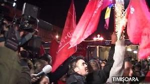 Oamenii au sărbătorit victoria candidaţilor