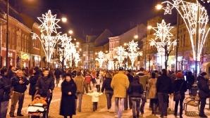 Târgul de Crăciun din Piaţa Mare este vizitat zilnic de sute de sibieni