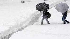 În ţară se circulă cu dificultate din cauza zăpezii