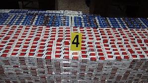 Poliţiştii au confiscat 2120 de pachete de ţigări