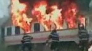 Un tren care transporta navetiţti a luat foc în timpul mersului