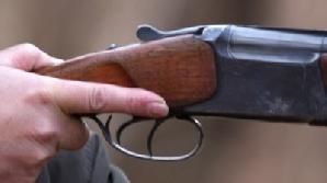 Arma s-a descărcat în timpul unei manevre greşite