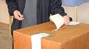 În această dimineaţă, la Colegiul Constantin Cantacuzino din Târgovişte, politiştii au intervenit pentru liniştirea spiritelor