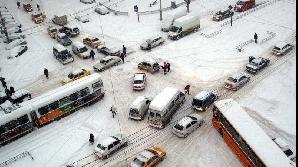 Sorin Oprescu solicită intervenţii susţinute operatorilor de salubritate în punctele care au general probleme în trafic