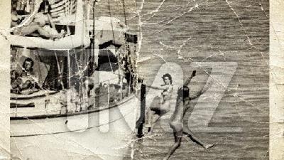JFK alături de femei dezbrăcate