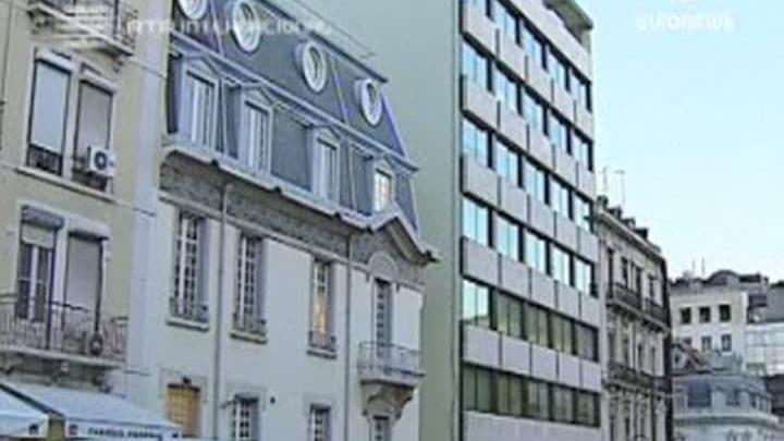 Clienţii unei bănci au protestat contra lichidării conturilor