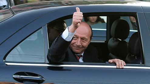 Traian Băsescu a câştigat alegerile prezidenţiale