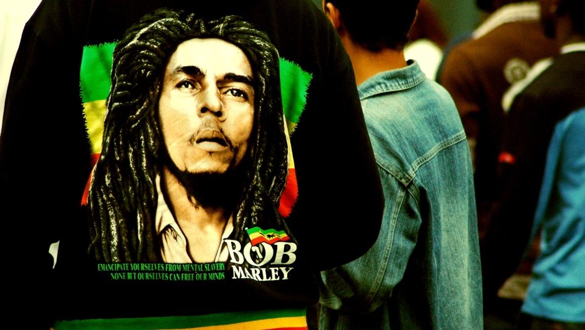 Muzica lui Bob Marley şi a altor artişti care vorbesc despre marijuana încurajează consumul acestei substanţe.