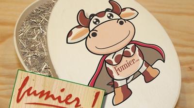 Imagine cu cadoul din bălegar oferit de francez