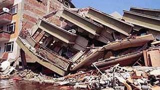 Mai mulţi oameni au fost răniţi în urma prăbuşirii unei clădiri de 6 etaje într-un cartier din Istanbul