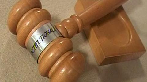 Sumele au fost date în schimbul acordării unor amplasamente avantajoase prestabilite de inculpaţi