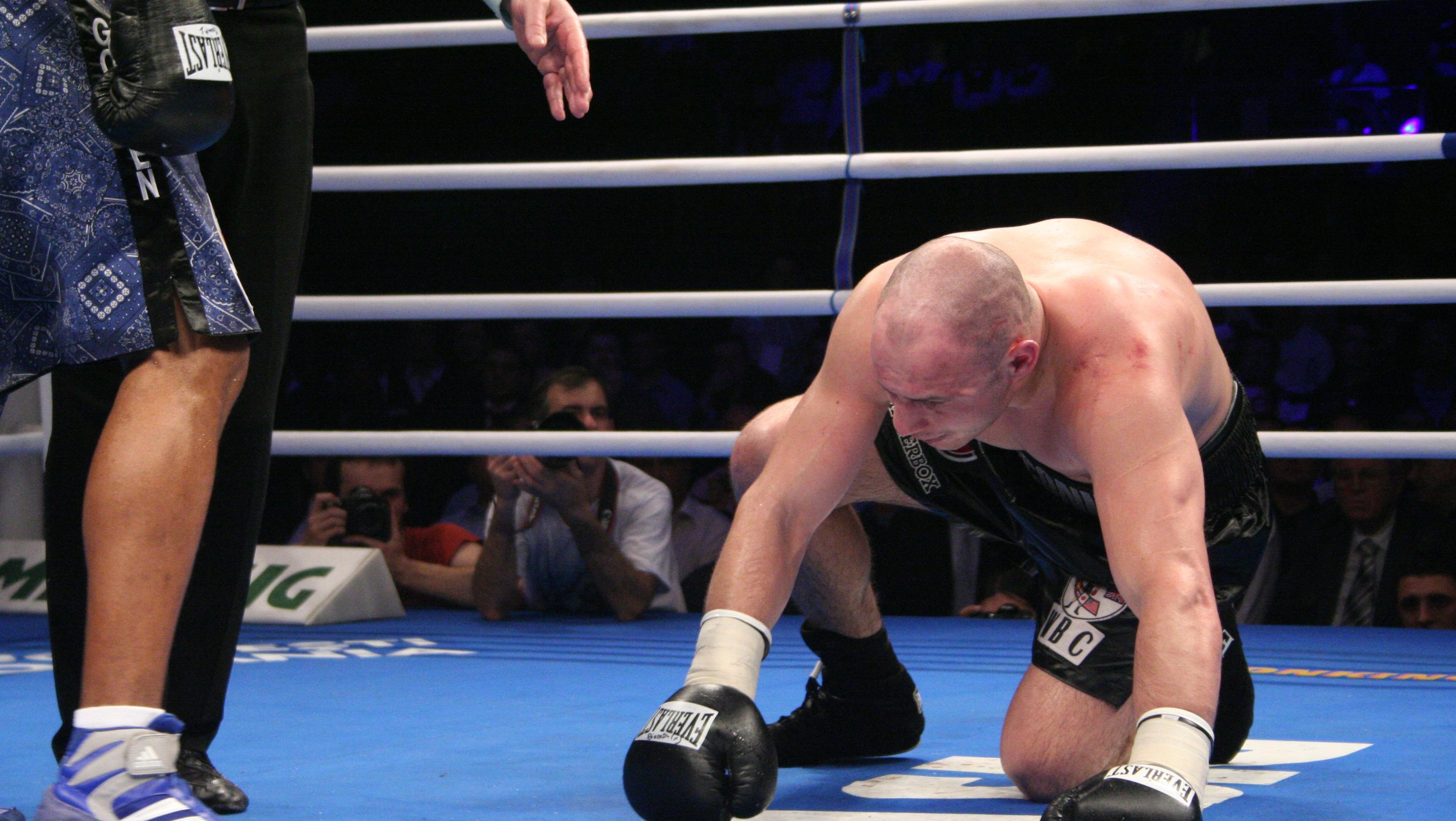 Pe 19 iunie 2009, Diaconu şi-a pierdut centura WBC la semi-grea în faţa lui Jean Pascal