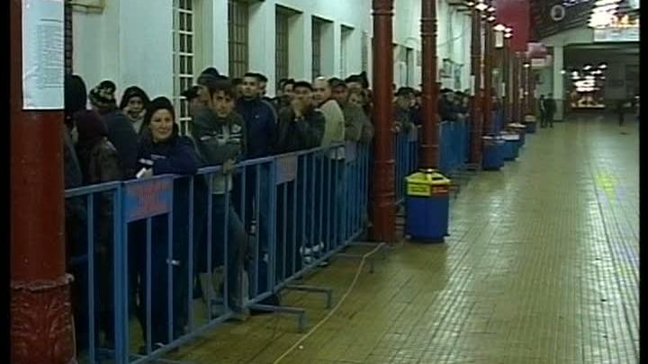 Coadă la secţia de votare din Gara de Nord