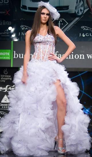 Laura Olteanu - Colecţie Bucharest Fashion Week noiembrie 2009