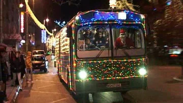 Moş Crăciun a lăsat sania şi renii pentru un autobuz