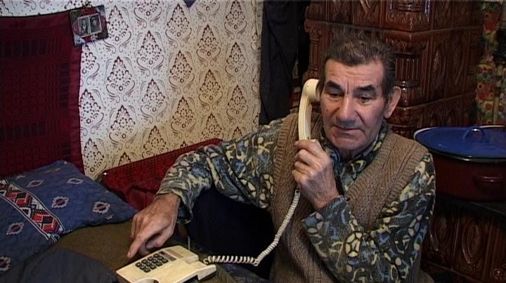 Localnicii dintr-un sat mureşean nu pot folosi telefoanele fixe.