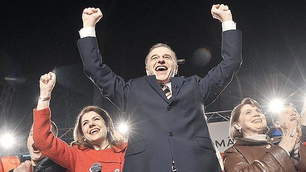 Preşedinte de-o noapte. Bucuria lui Mircea Geoană va rămâne în galeria de momente ridicole ale istoriei
