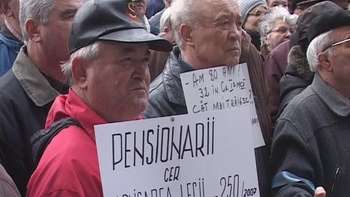 Pensionarii au avut de ales între pensie şi salariu