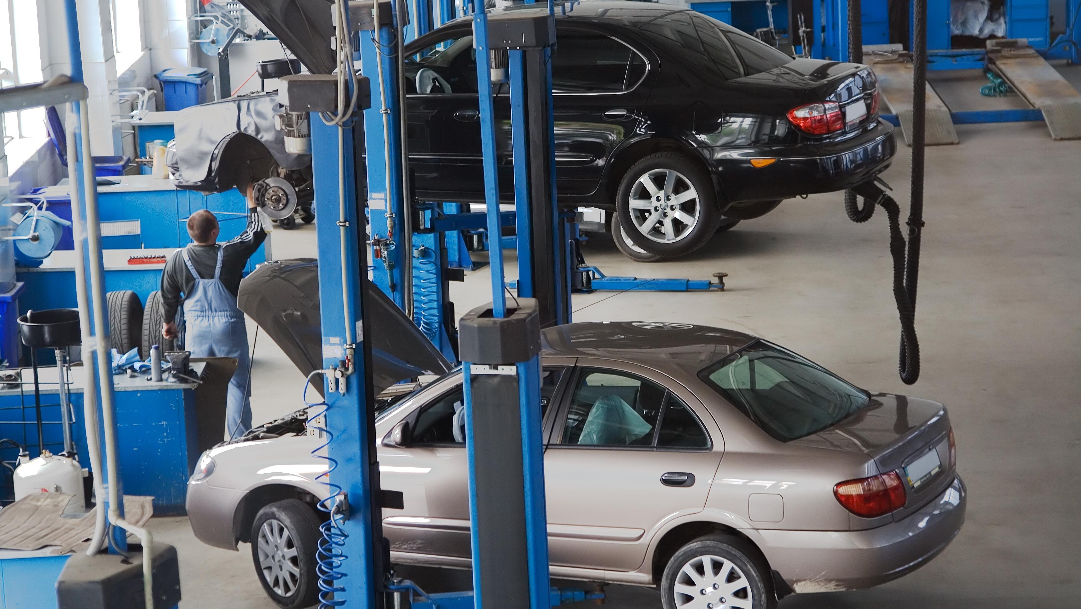 Service-urile auto spun că sunt obligate să plătească taxe de 10-20 de ori mai mari