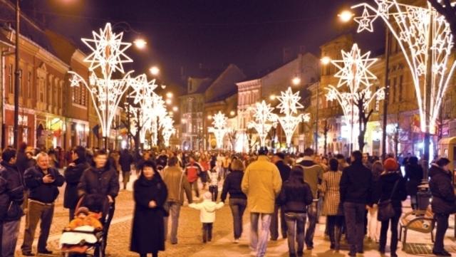Târgul de Crăciun a atras mii de sibieni în Piaţa Mare
