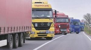 Tirurile continuă să intre prin Cluj-Napoca, în loc să meargă pe autostradă