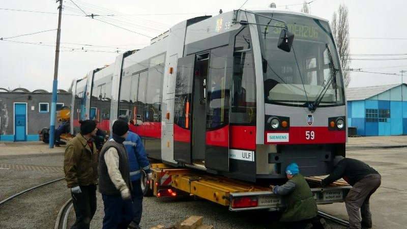 O femeie şi-a pierdut viaţa, după ce a fost călcată de un tramvai, în Bucureşti