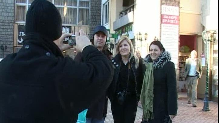 Elena Udrea s-a fotografiat cu turiştii la Sinaia