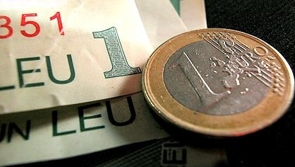 Cursul oscila aproape de 4,31 lei/euro după primele transferuri de miercuri
