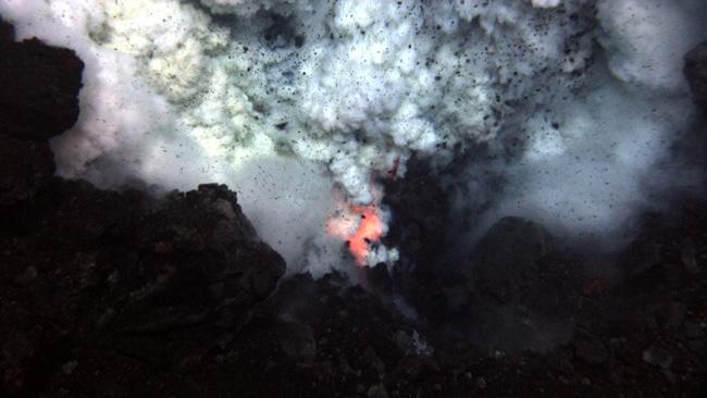 Vulcanul West Mata se află la peste 1.000 de metri adâncime.
