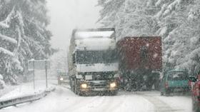 Mai mulţi oameni din Dolj au rămas blocaţi din cauza zăpezii