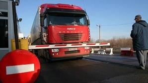 Trafic BLOCAT pe DN7: Un TIR s-a răsturnat pe şosea
