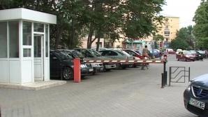 <p>Comuna cu bariere: Șoferii de TIR trebuie să plătească 100 lei pentru a trecere </p>