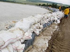 Hidrologii au instituit cod roşu de inundaţii pe râul Bârzava