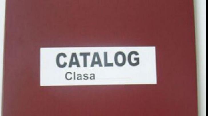 Dispare catalogul clasic din şcoli