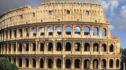 Trei bucăţi de mortar au căzut din Coloseum