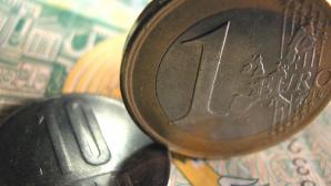 Întârzierea termenelor din programul de privatizare convenit cu FMI deoarece disputele dintre Guvern şi Preşedinţie lasă prea puţin timp pentru guvernare ar putea afecta cursul de schimb valutar