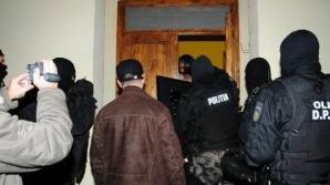 7 persoane au fost puse sub învinuire de procurorii DIICOT în dosarul de trafic de droguri